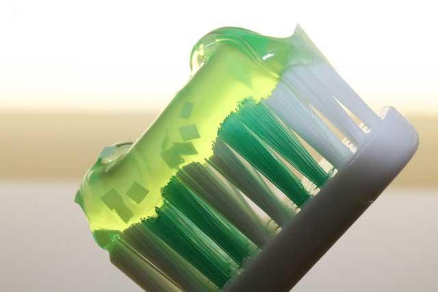 Hausmittel gegen Pickel - Zahnpasta ist nicht sonderlich hilfreich