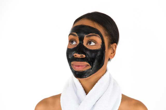 Maske gegen Pickel aus Heilerde