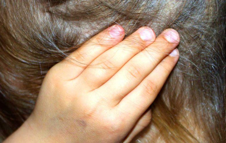 Pickel im Ohr können Schmerzen verursachen. So entfernen Sie diese Entzündungen.