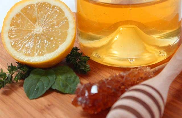 Honig gegen Pickel durch das Anfertigen von Masken