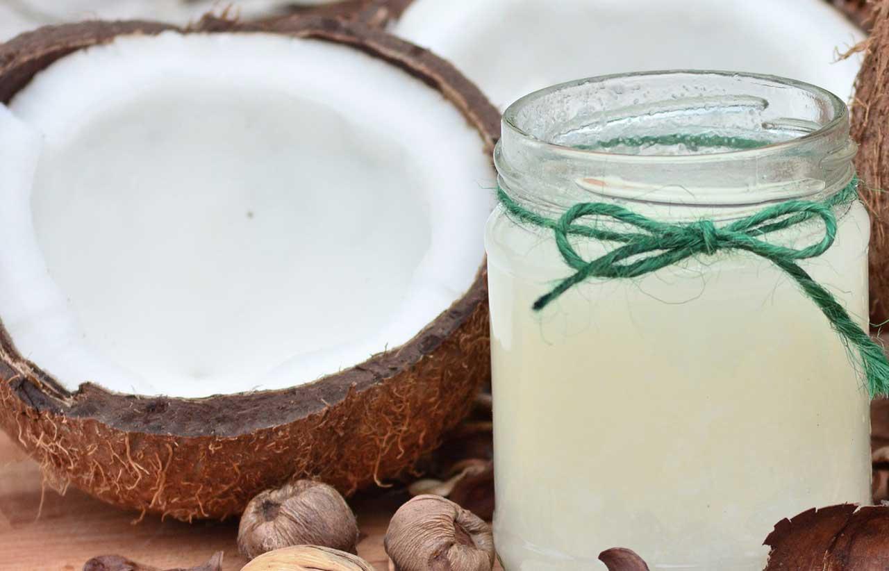 Kokosöl gegen Pickel - Genießen Sie die entzündungshemmenden Eigenschaften